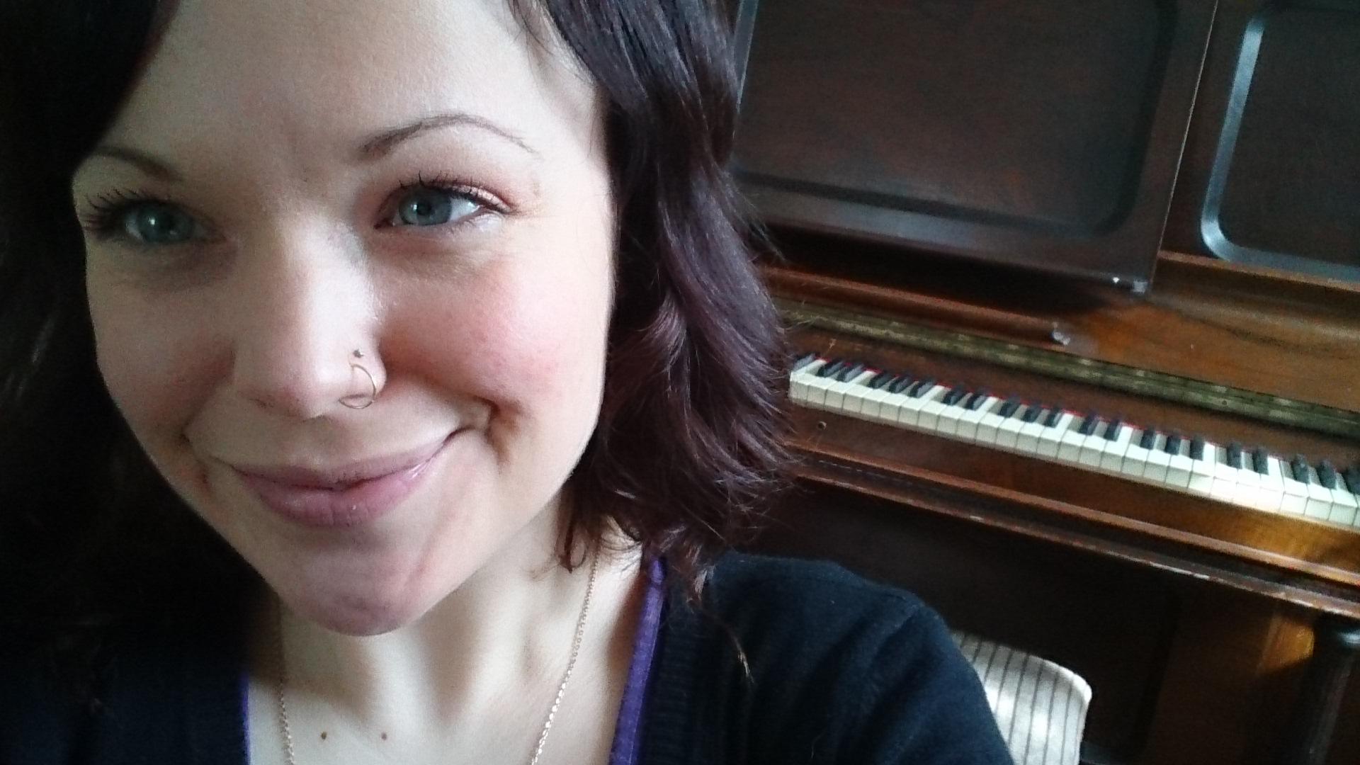 Allison Crowe - April 5, 2014 foto