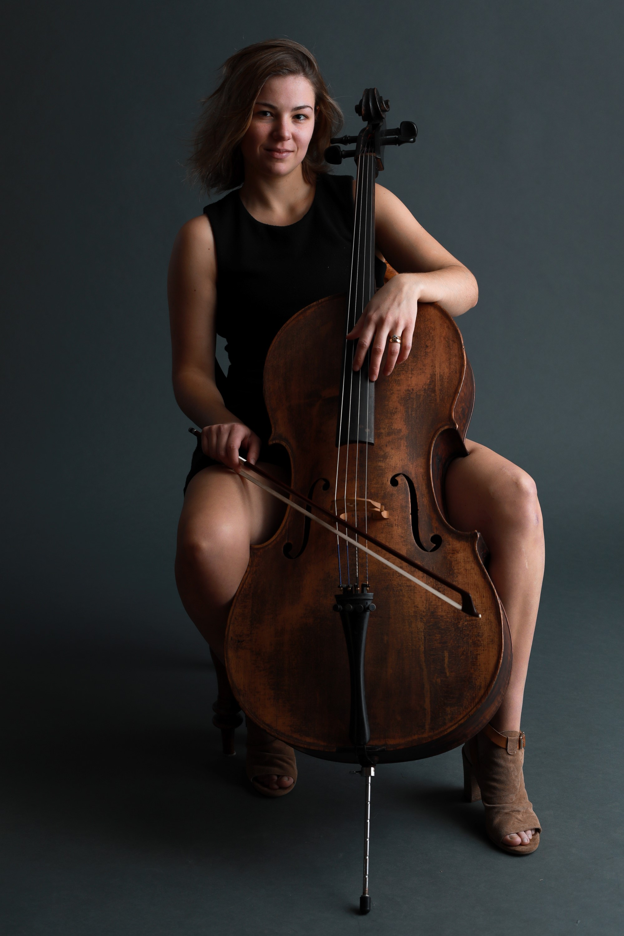Celine Sawchuk w. Erwin, cello - photo by Howard Fry